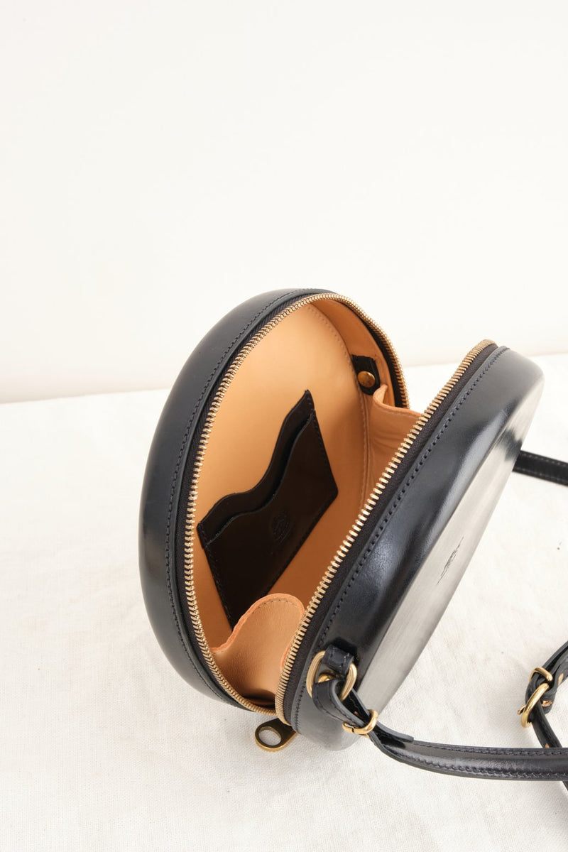 Il bisonte Hard Sided Circle Crossbody Bag