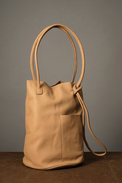 Shoulder bag with circular base