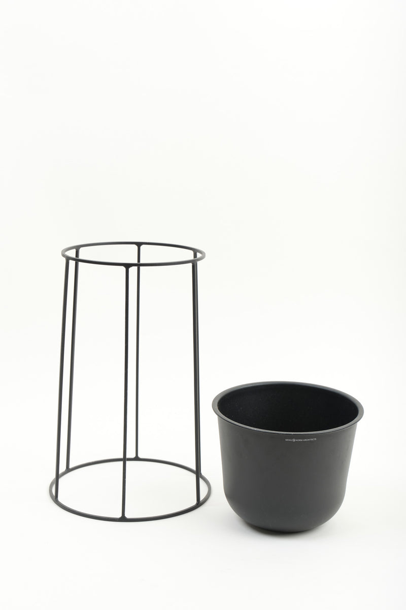 Menu Medium Wire Pot & Base Black