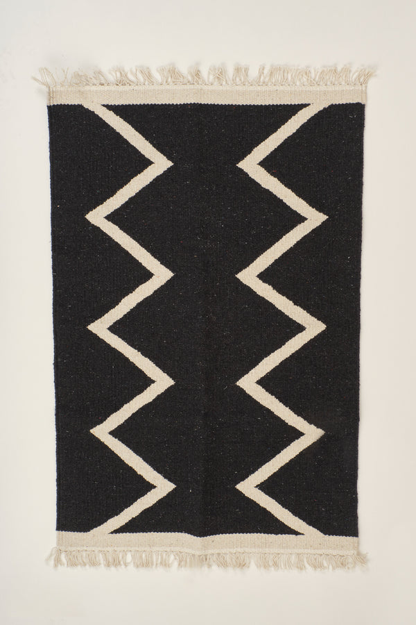 Saarde Tribal Zig Zag Bath Mat In black
