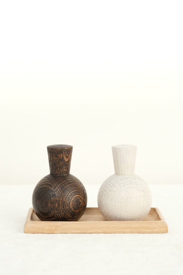 Lostine salt and pepper shaker set