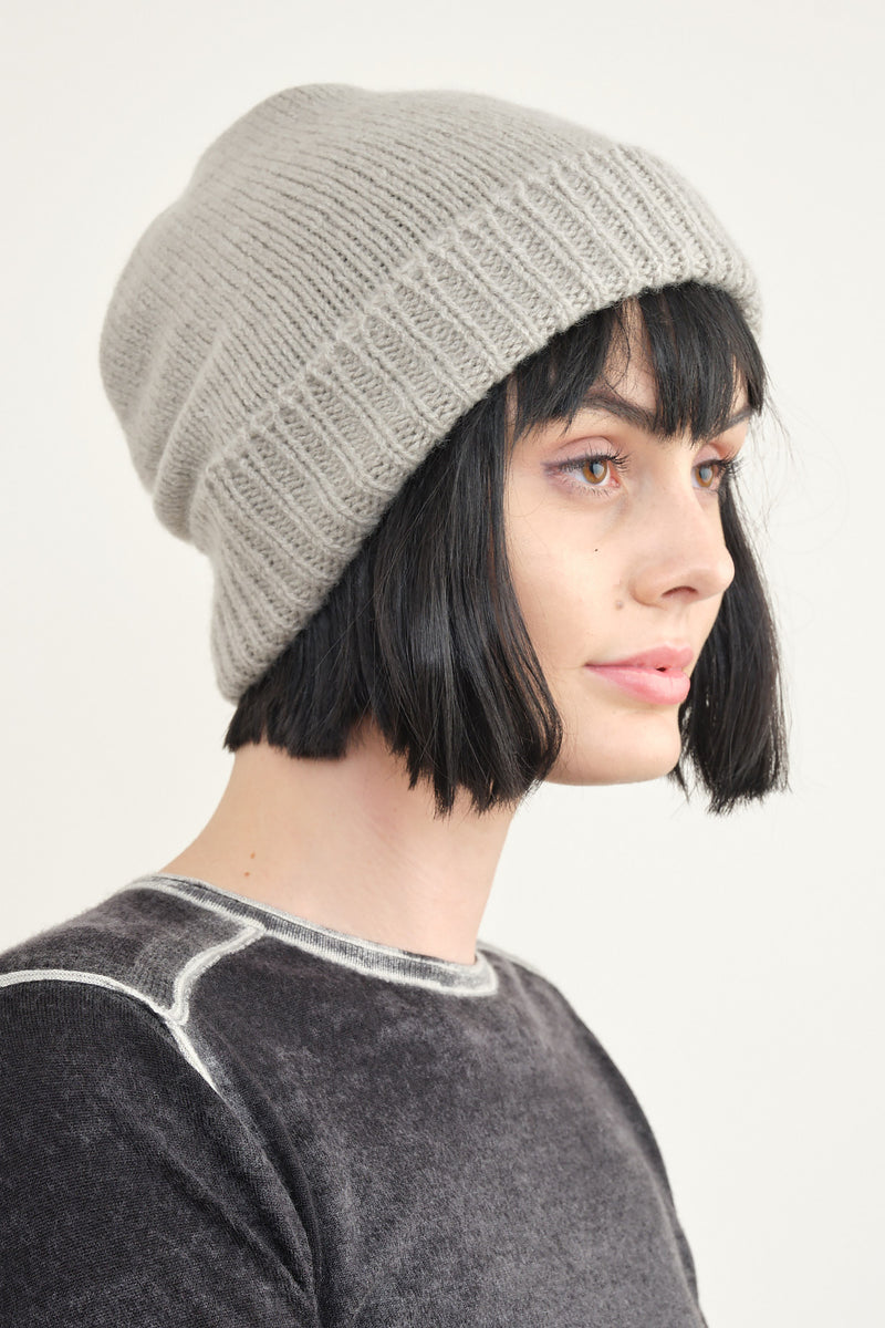 Mature Ha. pleats knit cap in light greige