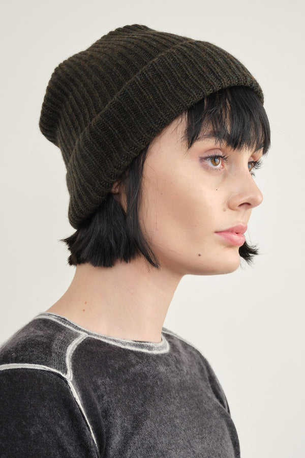 Mature Ha. pleats knit cap in moss green
