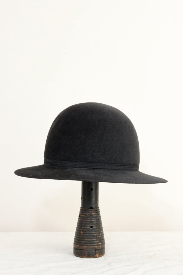 rope track hat in black Mature Ha.