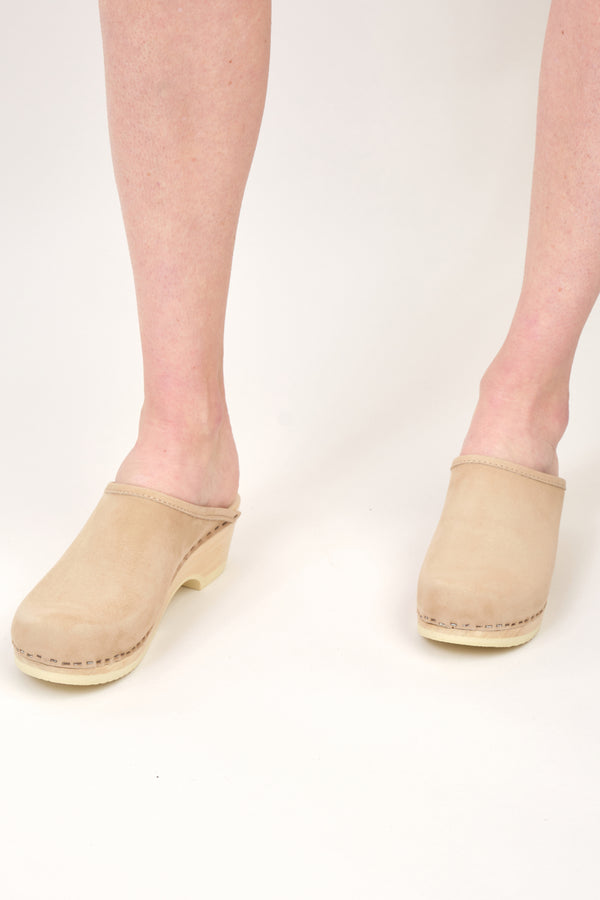 No. 6 Valley Clog on Low Base Nubuck leather