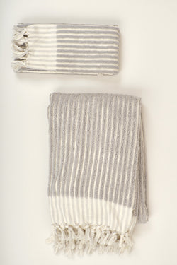 Saarde Wanderer Hand Towel In Pale Grey