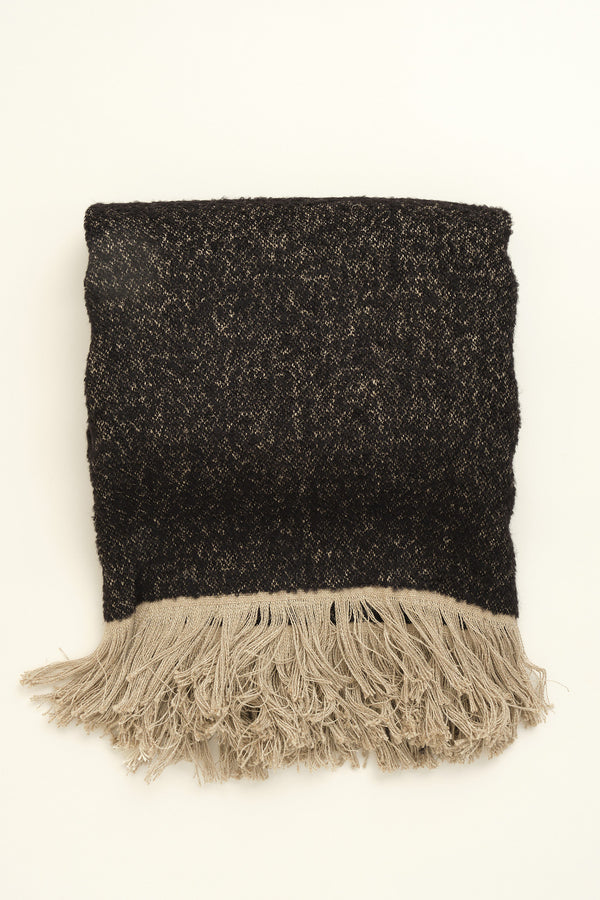 Uniq'uity Winters Throw Blanket in Black