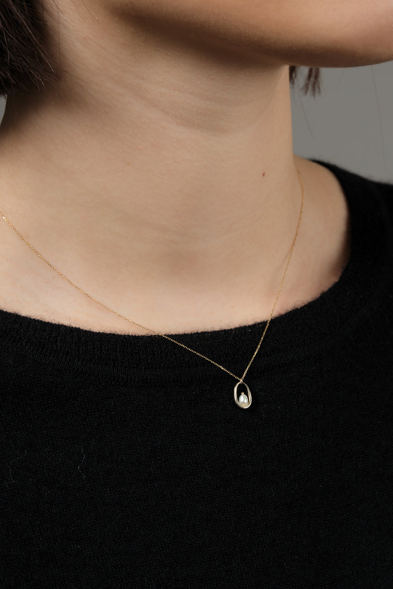 Wwake Pearl Droplet Hoop Necklace