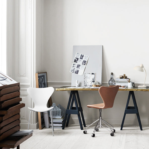 Republic of Fritz Hansen Series 7 Swivel Chair