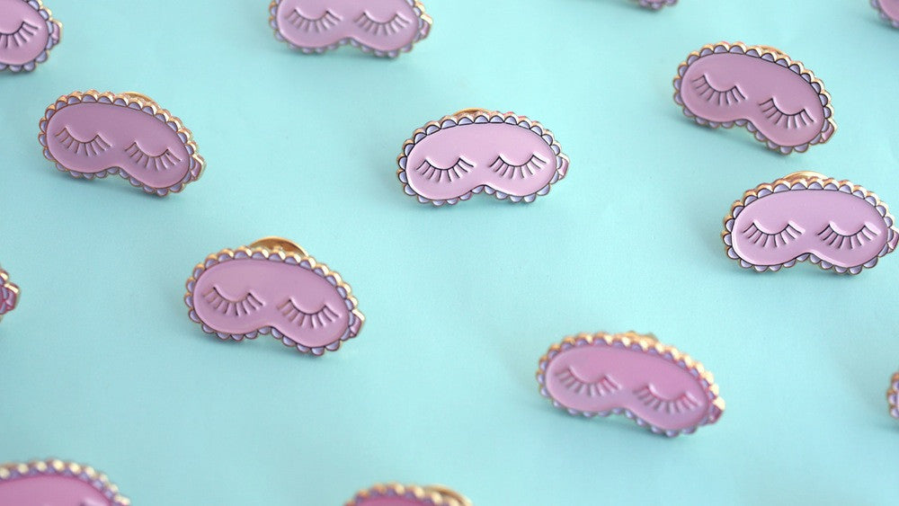 Sleeping lashes pin