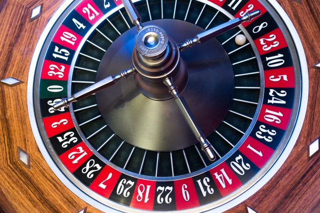 articles/roulette-roulette-wheel-ball-turn.jpg