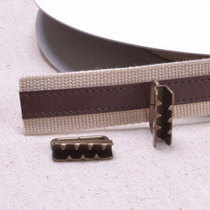Bag strap hardware with back angled teeth