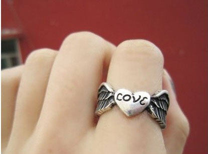 Retro Angel Wings Love Ring - lilyby