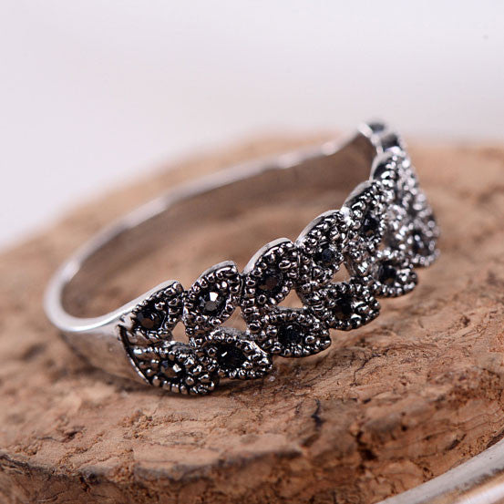 Unique Hollow Daisy Pattern Rhinestone Rings