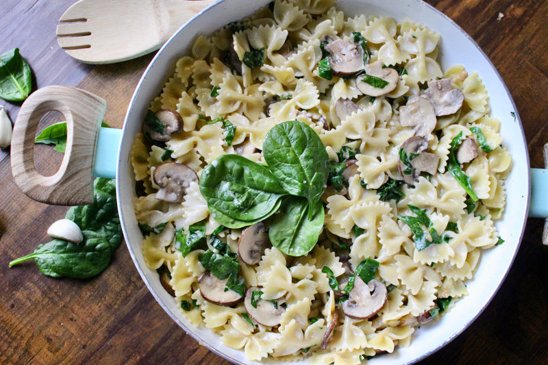 CREAMY BOWTIE PASTA WITH SPICAH AND GOAT CHEESE