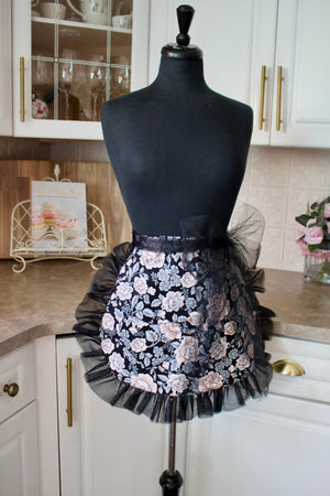 Divalicious Apron in Black floral
