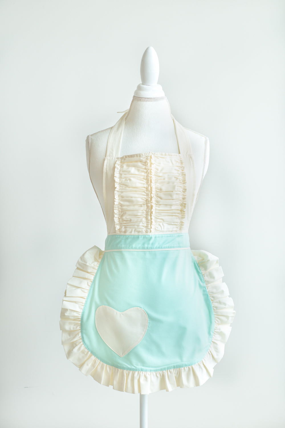 Vintage darling apron in mint