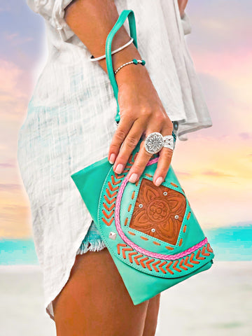 Arizona Clutch - Tan / Cream / Chocolate / Turquoise
