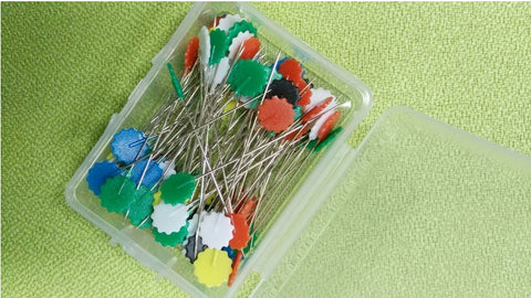100Pcs/Box Mixed Colors Sewing Patchwork Pins Flower Head Pins Dressmaking Sewing Tool Needle Arts DIY Crafts Tool Accessories