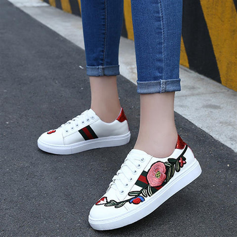 2018 White Spring Flower Printed Sneakers Women Casual Shoes Fashion Lace up Ladies Footwear Flat Summer Women Vulcanize Shoes