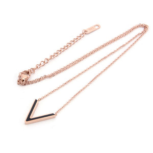 Noble Simple Letter V Titanium Steel Necklace Clavicle chain Lady Wild Short Anti-fall Rose Gold Party Web Celebrity Woman