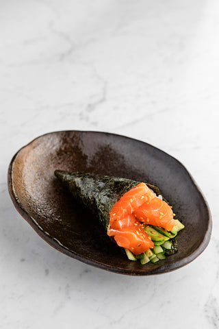 SALMON AVOCADO HANDROLL