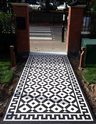 Colliford Black/White, bespoke Greek key border