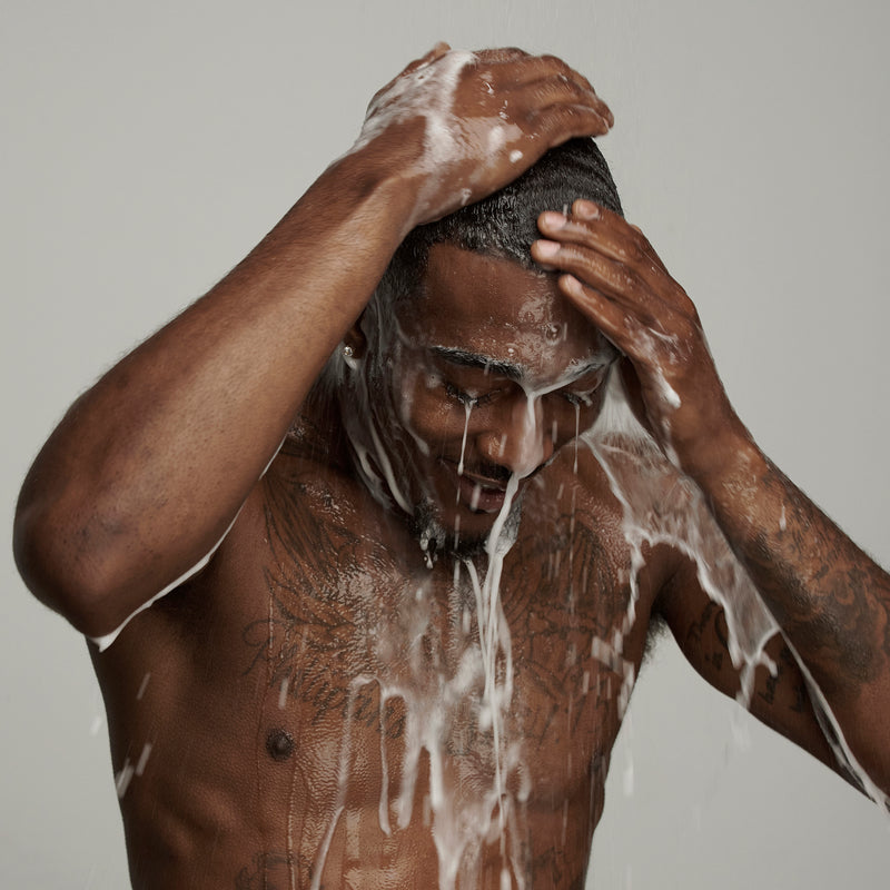 black man washing his hair with Frederick Benjamin shampoo, best shampoo for black men, best shampoo for men with dry and itchy scalp, best moisturizing shampoo for black men