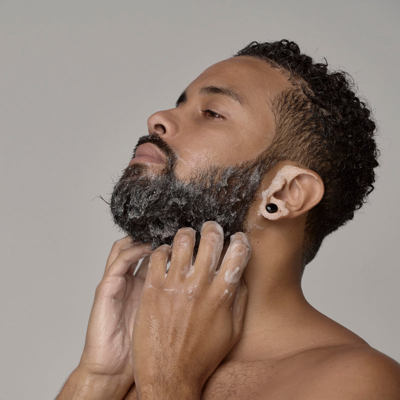 black man washing his beard with frederick benjamin beard wash, best product for black men with beards, best products for men with curly beards