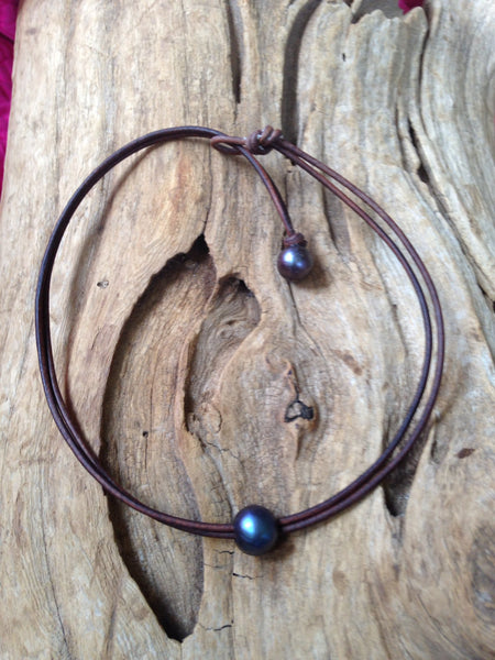Single Black Pearl and Leather Necklace