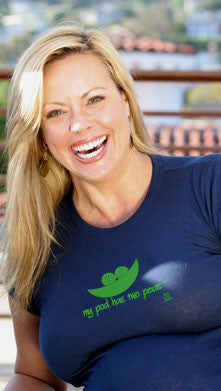 2 chix Maternity Tee - My Pod Has Two Peas - Voluptuous - Along Came Baby, Ltd