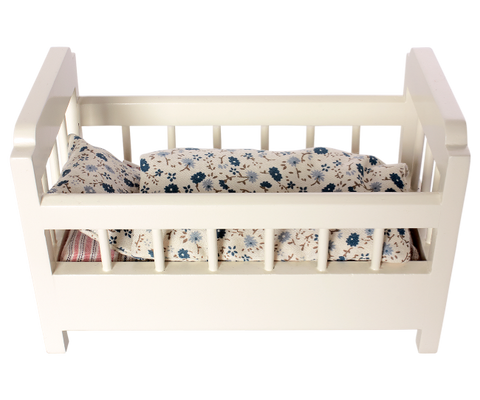 Cot-bed Incl. bedding
