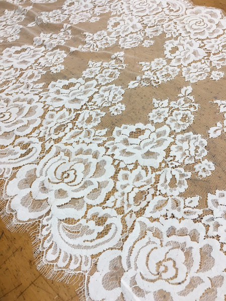 "22"" Ivory Chantilly lace Border"