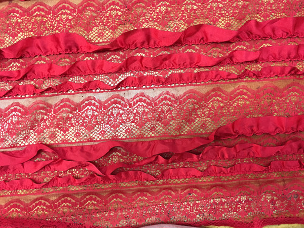 Ruffle lace in Red