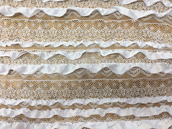 Ruffle lace in White