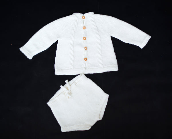 Back buttoned jumper and romper (€6,50)