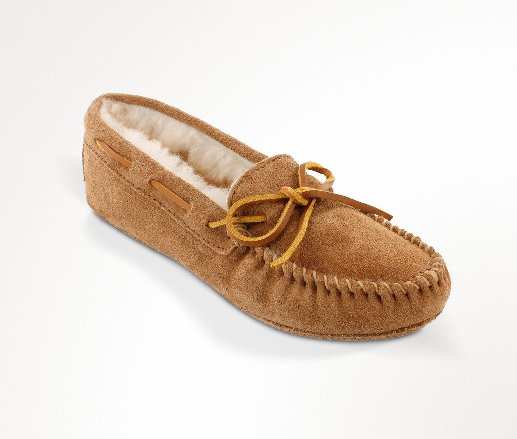 Women's Minnetonka Sheepskin Softsole Moc #3311