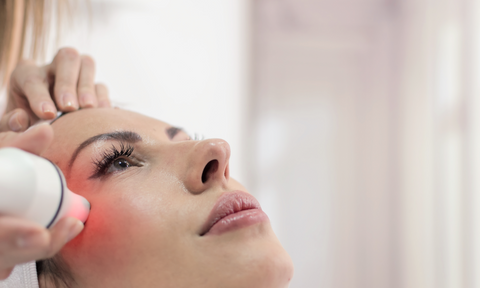 Woman undergoing red light therapy