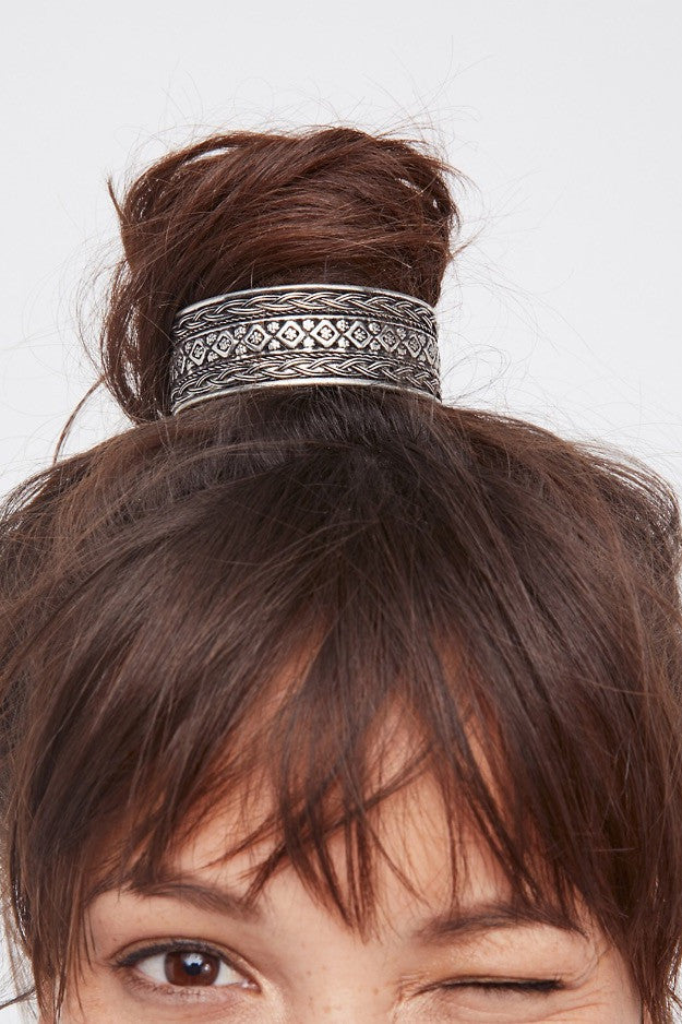 WE ARE OBSESSED WITH HAIR ACCESSORIES. SEE SOME FAVS HERE.
