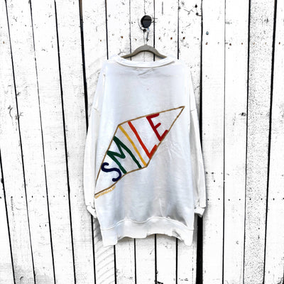 'SMILIN' SWEATSHIRT