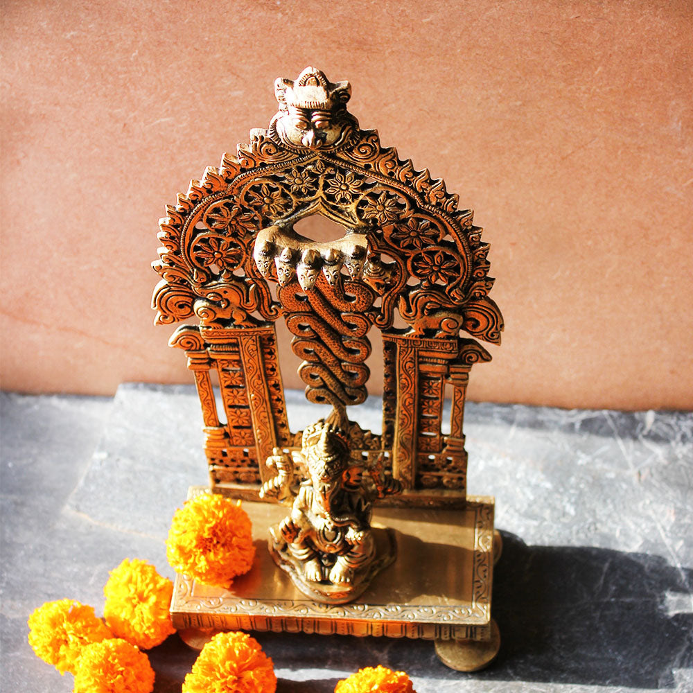 Vintage Brass Throne With An Exquisite Temple Frame For The Hindu Gods  -  H 26 cm x W 14 cm