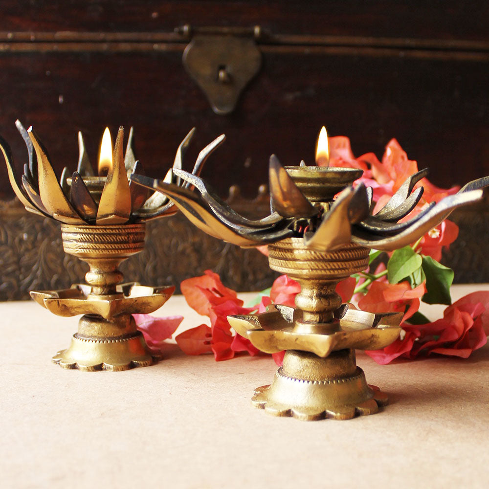 Set of 2 Vintage Brass Oil Lamps Made Of Sixteen Lotus Petals And 8 Oil Diyas - H 12 cm x W 8 cm
