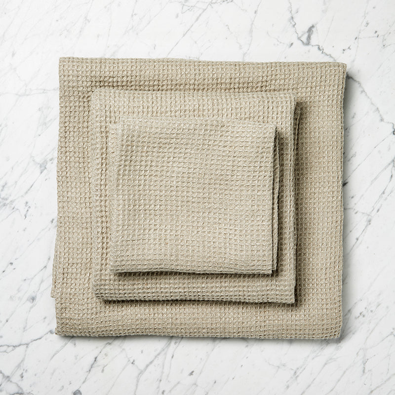 Linen waffle towel by mölle