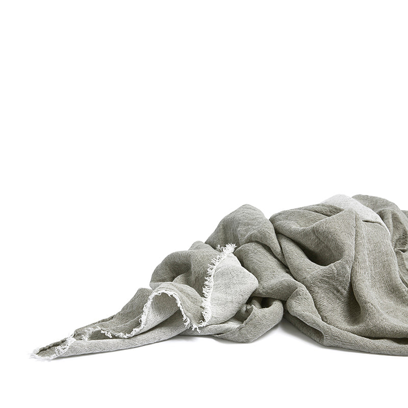 Linen throw olive