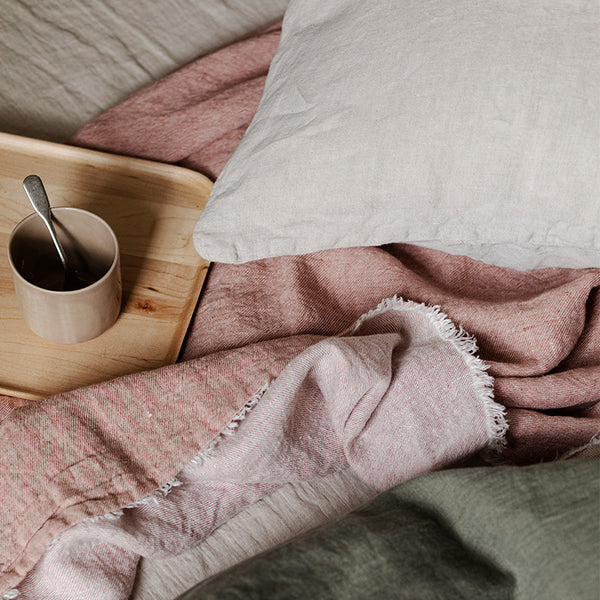 Linen throw pink salt by mölle