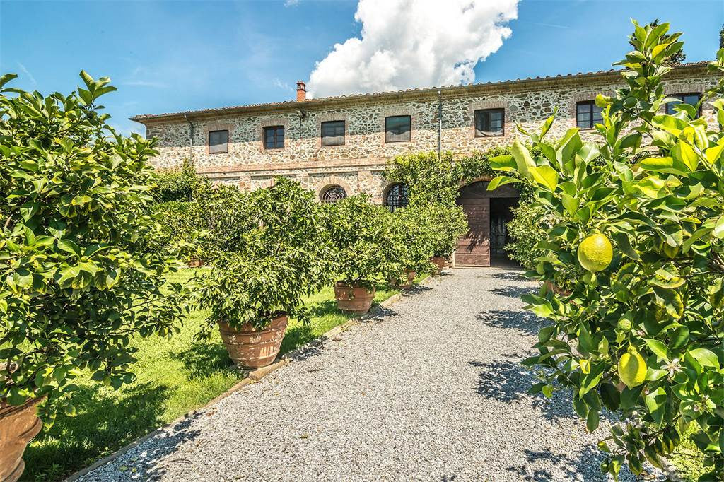 18 Bed Historic Mansion LUCCA ITALY