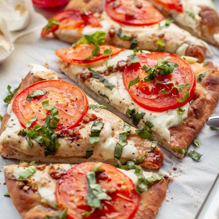 Fun Mother-Daughter Recipes For Daughters Ages 10 and Under: Naan Pizza