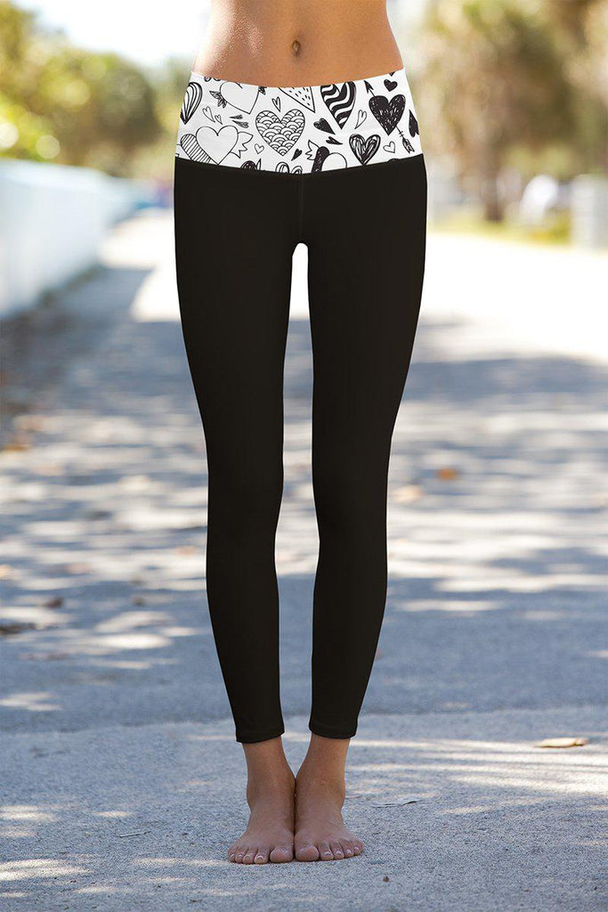 Me Enamoré Lucy Black Printed Waistband Leggings - Women