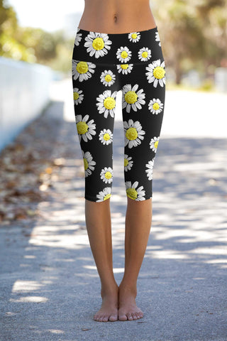 Oopsy Daisy Ellie Performance Capri Leggings - Women - Pineapple Clothing