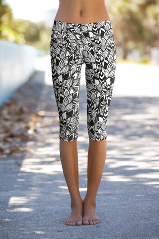 Perfectionista Ellie Gray Performance Yoga Capri Leggings - Women